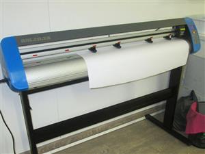 V3-448 V-Smart Contour Cutting Vinyl Cutter 440mm Working Area, plus VinylCut Software