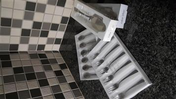 Cake lifter, cake forks and teaspoons