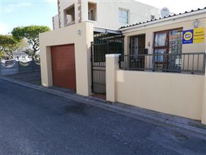 3 Bedroom House For Sale  Silvertown, Cape Town