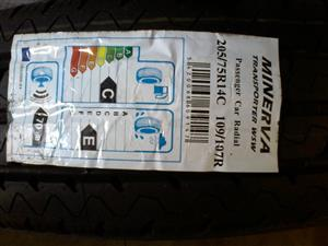 Whitewall tyres. 205.75R14c