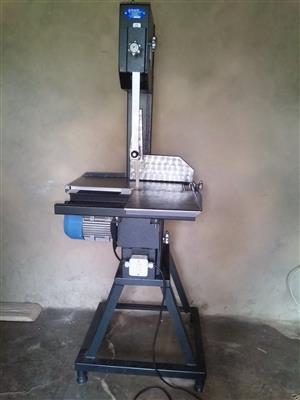 Junior bandsaw floor machine