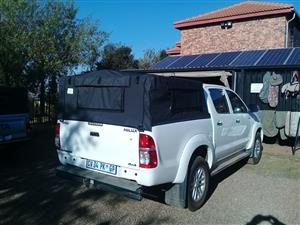 Canvas canopy for bakkies