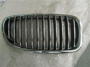BMW F10 2010 ONWARDS  BRAND NEW FRONT KIDNEY GRILLS FOR SALE PRICE:R550 EACH
