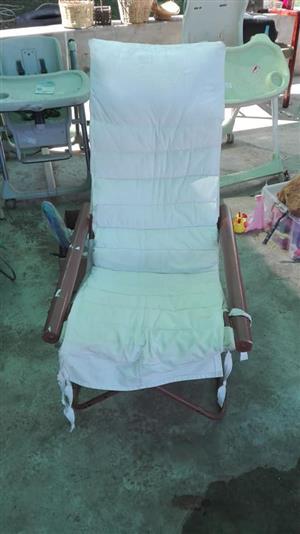 Garden recliner with pillow