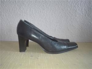 Ladies Leather Court Shoes