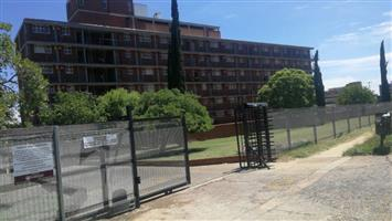 Spacious 2 bed flat with lock-up garage for rent in secure complex in West Park(Kwaggasrand), Pretoria
