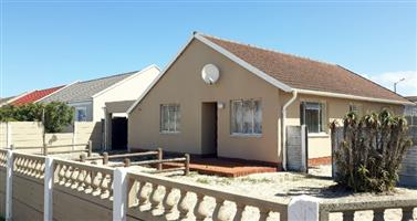 Large Corner family house for sale in Strandfontein