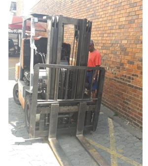 TOYOTA 2.5 ton FORKLIFT for SALE
