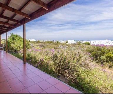 House For Sale in Grotto Bay