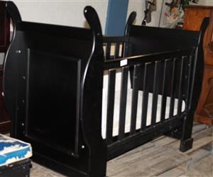 Wooden baby cot S029862a #Rosettenvillepawnshop