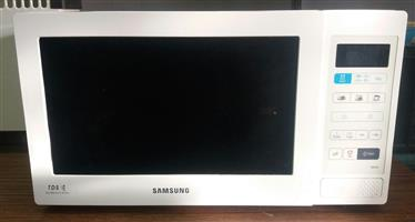 Samsung Microwave MW 73B 20liter  In Prestine Working Condition