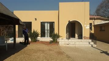 Spacious 3 Bedroom House on shared property in Capital Park