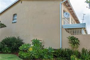 BEAUTIFUL AND VERY SPACIOUS 3 BED TOWNHOUSE VERY WELL LOCATED NEAR SCHOOLS AND SHOPPING CENTERS!!!