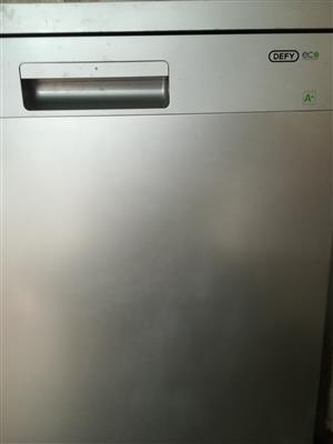 Defy dishwasher in excellent condition