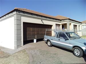 3 Bedroom Townhouse to rent in Jackaroo Park