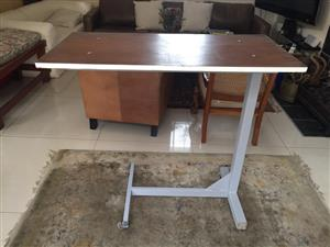 Nail technician-beautician therapist table / Bed table for eating etc