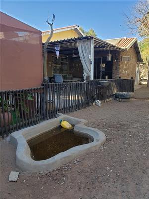 Leeupoort lieflike huis met splashpool te huur vir naweke  in die bosveld naby Thabazime Limpopo