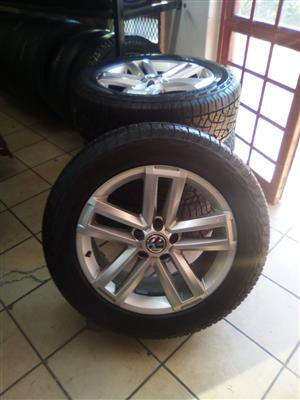 Vw Amarok 19 inch original mags with 255/55/19 Hankook new tyres set combo.