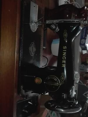 BLACK ELECTRIC SINGER SEWING MACHINE