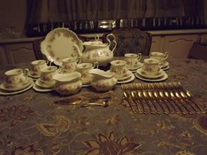 Royal Albert Tea sets Royal Albert Coffee sets and Dinner services and Cutlery Gold plated Tea and Dinner WANTED CASH PAID