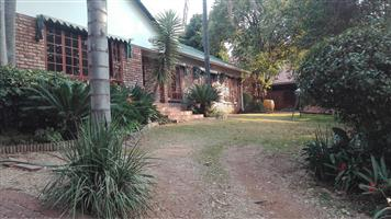 Waterkloof Glen REDUCED R15500 4Br House