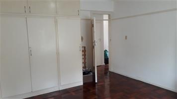 Central Rondebosch Sunny 2 Bedroom Apartment with Garage