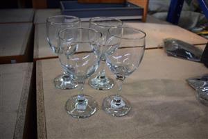 4 Piece wine glass set