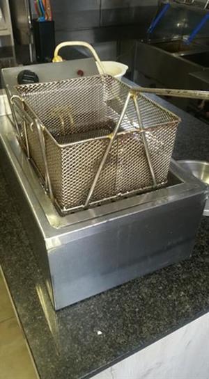 2 x Electric 10ltr fryers + baskets. R1000 each.