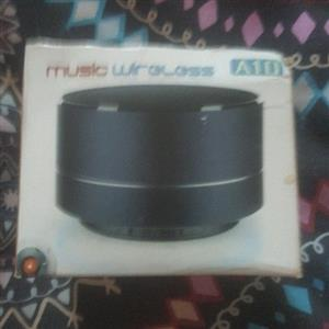 BRAND NEW SEALED INBOX WIRELESS BLUETOOTH SPEAKER FOR CHEAP QUICK SALE