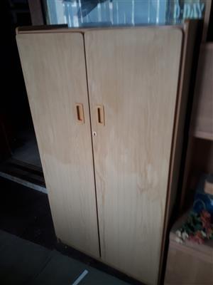 Standard 800mmx1500mm Waltons style cabinet, oak veneer particle board
