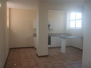 Sandringham bachelor flat R3425 near Balfour Park