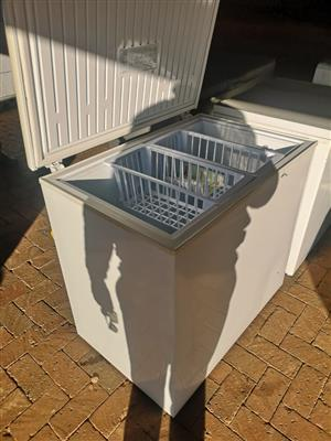 Selling a Defy metalic chest freezer