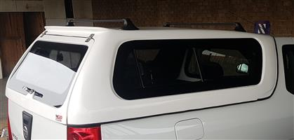 GC BRAND NEW NISSAN NP200 WITH STICK-ON GLASS CANOPY FOR SALE !!!!!!!!!
