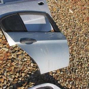 BMW E90 R/R DOOR SHELL – USED