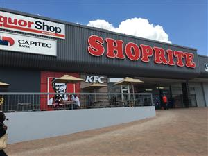 Retail space to let in a busy shopping complex