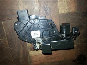 Assorted Land Rover Door Locks for sale | AUTO EZI