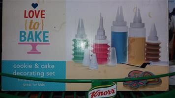 Love to bake cookie and cake decorating set