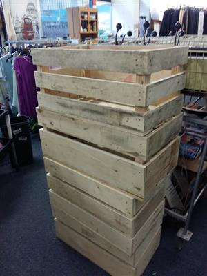 Light wooden pallet crates for sale