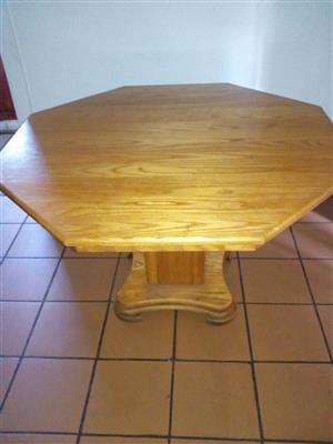 1,2m diameter solid oak dining room table