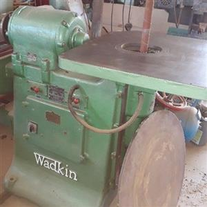 Disc and bobbin sander wadkin