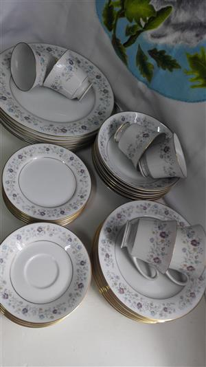 Contemporary Fine China By Noritake ( Code: 2485 ) Gold Trimed