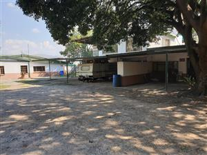 2 Bedroom flat in De Kroon 2km from Hernic mine outside Brits.