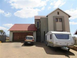 Stunning 3 Bed House in Candlewood Estate Near Midstream