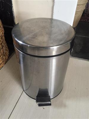Pedal operated bin for bathroom or bedroom - handy and hygienic