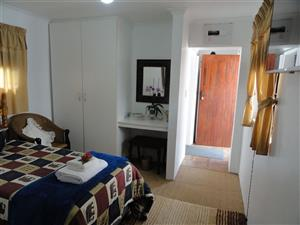 Parkmore open plan garden cottage to rent for R3800