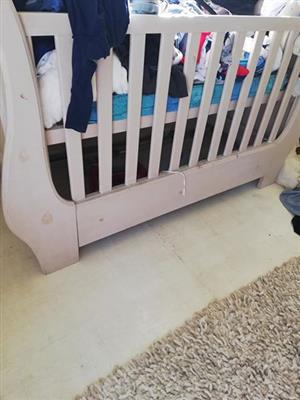White wooden cot for sale