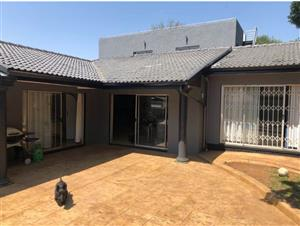 5 Bed House for rent in Bedfordview