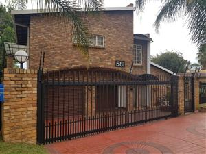 ON SHOW- Sunday, 15th December 2019. 14h00 to 17h00.Outstanding Family House + Flat