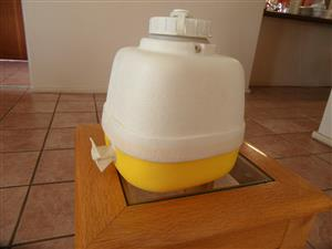WILLOW ALPINE WATER JUG WITH TAP - 2.5 LITRES