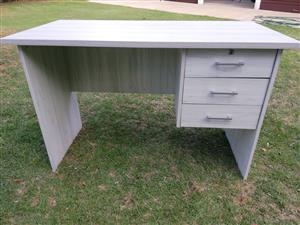 Scholer / student desk 3 drawer